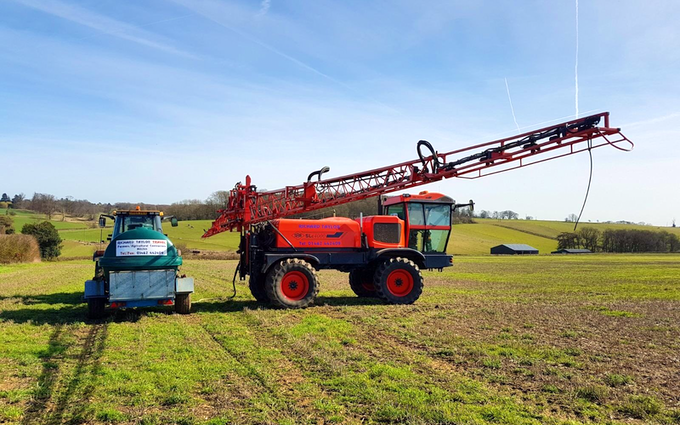 Richard taylor travel  with Self-propelled sprayer at Saint Ippolyts