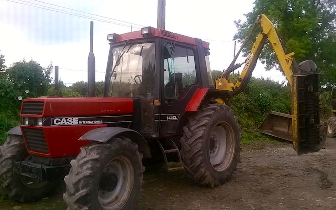 N.a. bufton contracting with Hedge cutter at Hill View