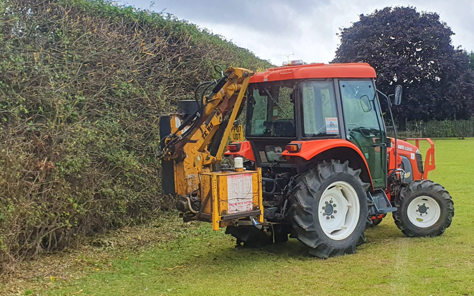 Acc contracting with Hedge cutter at Bramley