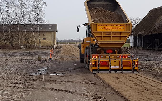 Højgaard entreprise v/ enno højgaard med Vejudlægning ved Nysted