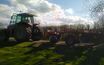 Vale agri  with Disc harrow at Barkestone
