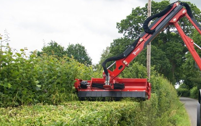 King agriculture with Hedge cutter at Kings Head Lane
