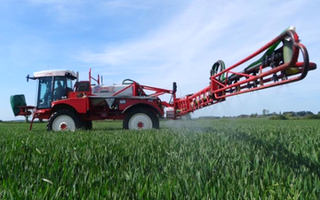 Ben bradley crop services ltd with Self-propelled sprayer at Spa Road