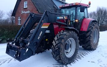 Ph agro med Traktor med frontlæsser ved Tjele