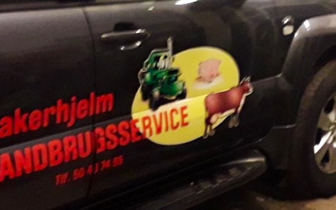 Aakerhjelms landbrugs services med Hegnsklipper ved Hejnsvig