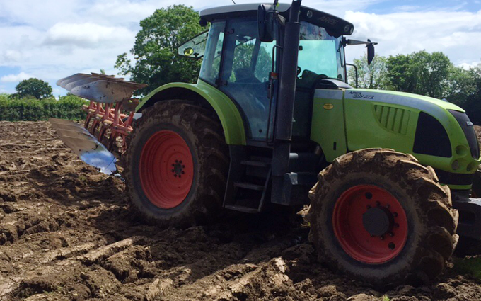Bright's agri contracting with Tractor 100-200 hp at Barn Park