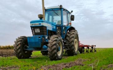 Græsmarken agro  med Traktor 101-200 hk ved Kalundborg