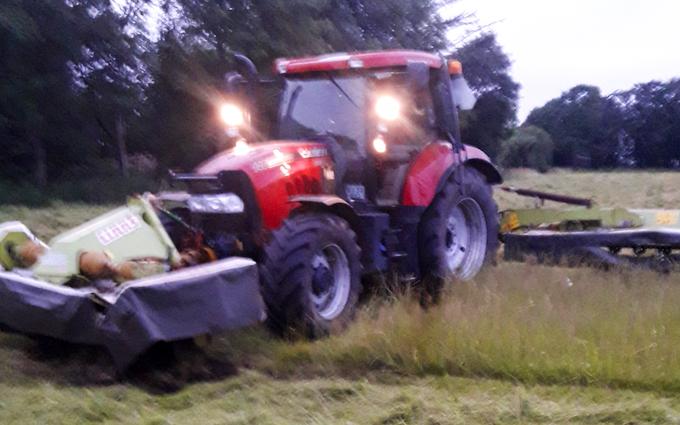 Aakerhjelms landbrugs services med Skårlægger ved Hejnsvig