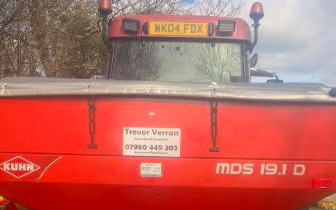 Trever verran agriculture contracting with Fertiliser application at Duloe