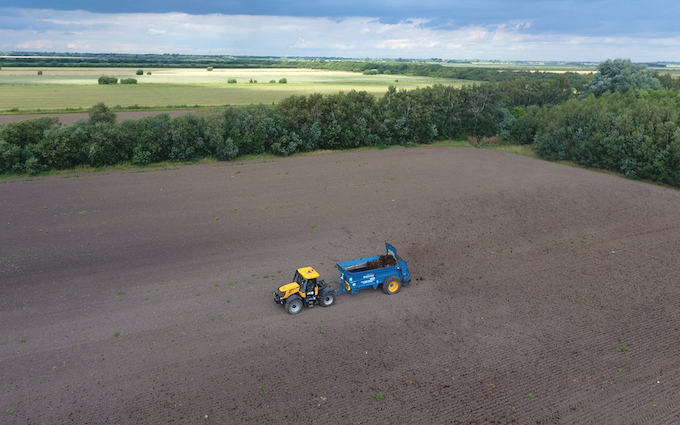 Jlr farm services with Manure/waste spreader at Misterton
