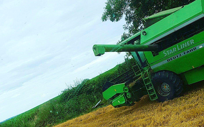 B & aj elson with Combine harvester at Thringstone