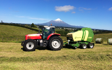 Hinton contracting ltd with Round baler at Stratford