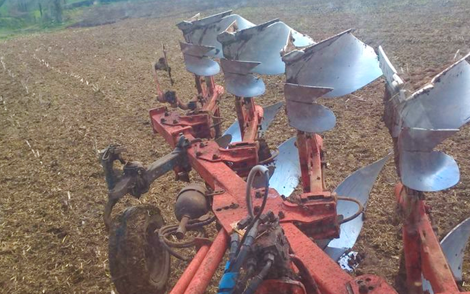 Trever verran agriculture contracting with Plough at Duloe