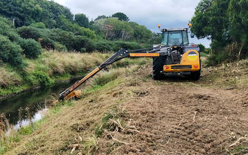 Four seasons contracting  with Hedge cutter/mulcher at Wallacetown