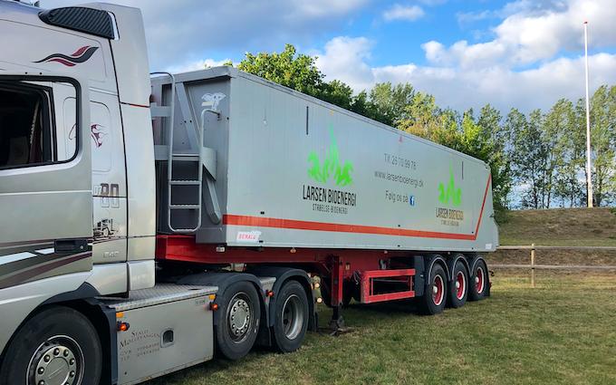 Larsen bioenergi med Lastbil ved Hørve