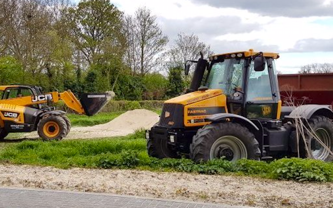 Richard taylor travel  with Lime spreader at Saint Ippolyts
