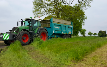 Stuart m ranby agriculture  with Silage trailer at Saundby