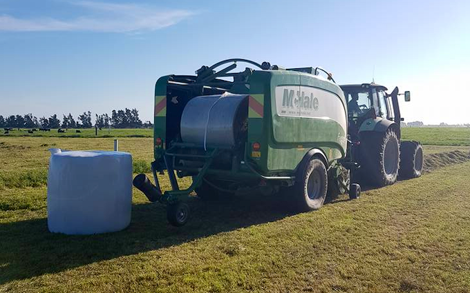 Searle contracting ltd  with Baler wrapper combination at Hororata