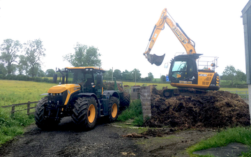 J. steel contracting  with Manure/waste spreader at Cauldhame Farm Road