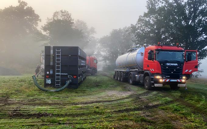 Lohnunternehmen ronny birnbaum mit Güllecontainer bei Herzberg (Elster)