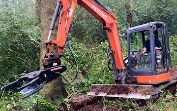 Arbgear ltd with Hedge cutter at Cookhill