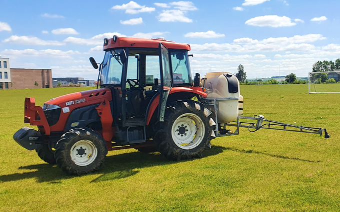 Acc contracting with Tractor-mounted sprayer at Bramley