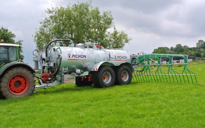 G&t agricultural contractors ltd with Slurry spreader/injector at Cleobury Mortimer