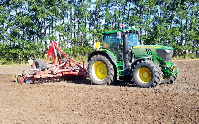 Duckmanton ag limited  with Stubble cultivator at Doyleston