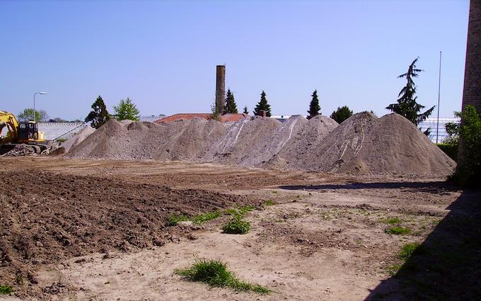 Kærsminde landbrug og maskinstation med Betonknuser/Stenknuser ved Assens