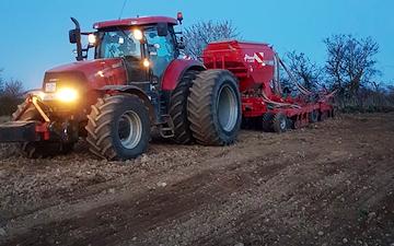 Reerslev agro  med Såmaskine ved Ruds-Vedby