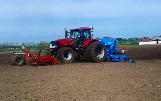 Vinkel landbrugs- og entreprenørforretning med Mejetærskning ved Viborg