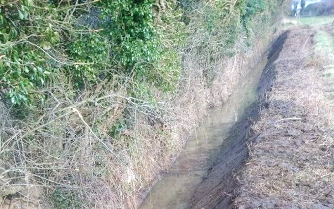 Thc agricultural services with Ditch cleaner at Holt Road
