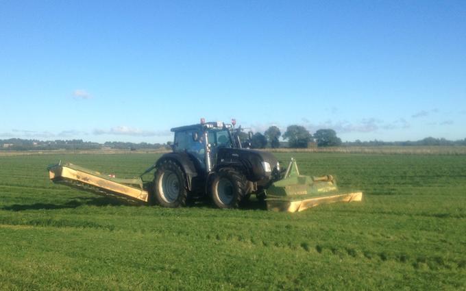 Brunbjerg agro med Slåmaskine ved Gilleleje