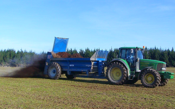Mckenzie brooker contracting  with Manure/waste spreader at Oxford