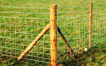 Cornes contracting  with Fencing at Brecon