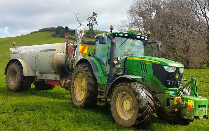 Cathcart contracting ltd  with Manure/waste spreader at Waikokowai