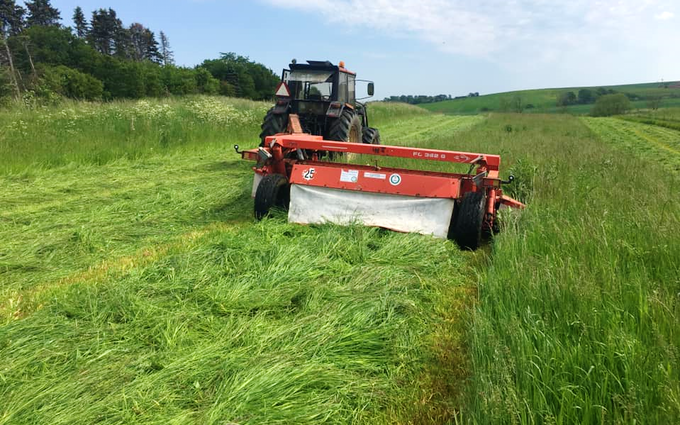 Martins græs og haveservice med Græsslåmaskine ved Randers