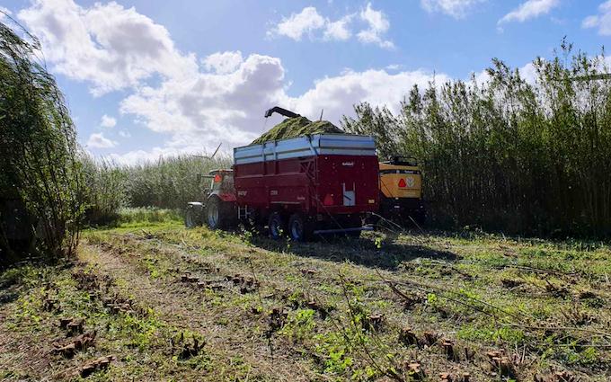 Sølund maskinstation med Helskudshøstning ved Vrå
