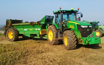 King agriculture with Manure/waste spreader at Kings Head Lane