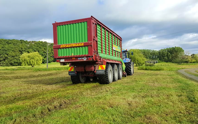 Jackson contracting  with Self loading wagon at Tauhei