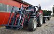 Stald eifler med Traktor med frontlæsser ved Rødding