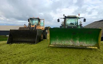 Klaus jepsen entreprenør & maskinstation med Traktor til stakkørsel ved Gørding