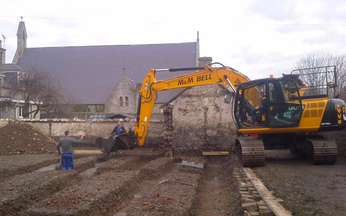 M & m bell contractors with Excavator at Memsie