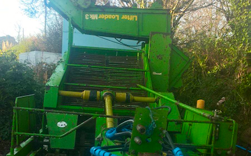 Trever verran agriculture contracting with Beet harvester at Duloe