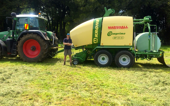 S marshall contracting limited  with Round baler at Ratapiko