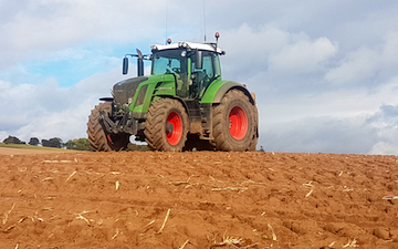 Henderson agri services  with Tractor 201-300 hp at Craigrothie