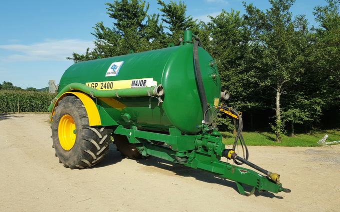 Sw machinery hire ltd with Vaccum tank at Lacock, Chippenham