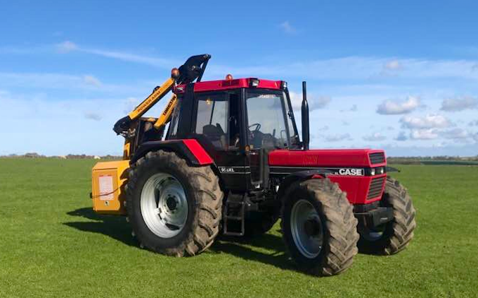 J donnelly agricultural contractors  with Hedge cutter at Stanton