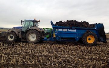 Harp contracting  with Manure/waste spreader at Mavis Enderby