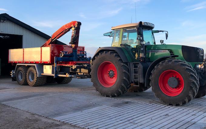 M.s.entreprenør & landbrugsservice  med Alm. vogn ved Fredericia